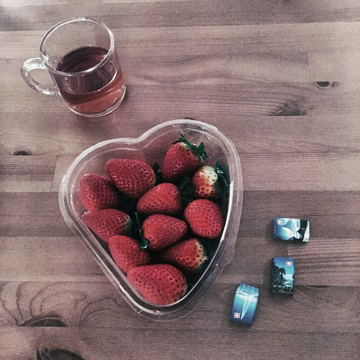 "82 Likes, 5 Comments - Gabriella Buzas (@epicstreetstyle) on Instagram: ""Heart this too 🍓🍓🍓🍓🍓 . .""  healthy snack fruit strawberry natural tea chocolate minimal decor tasty foodie goodlife"