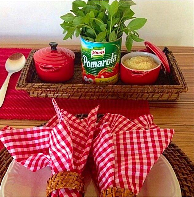 Boa ideia, pra receber, com a Lata de Molho de Tomate com Manjericão + Mini…