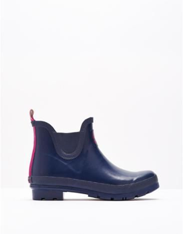 Joules Womens Short Wellies, French Navy.                     Classic, practical and stylish. These ankle boots are here so that every outdoor adventure (no matter how big or small!) can be enjoyed in style.