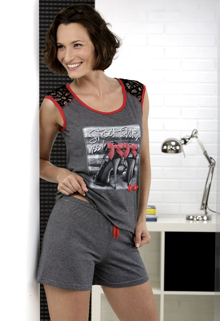 Pijama mujer. Short estampado. Camiseta con dibujo 'street shoes' #massana #homewear