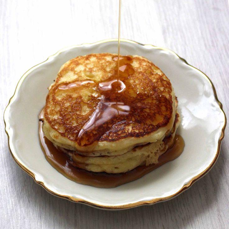 Dit recept zorgt voor de meest over-heerlijke, snelle en gemakkelijke pannenkoeken die er zijn! Fluffy en luchtig zoals ze moeten zijn!