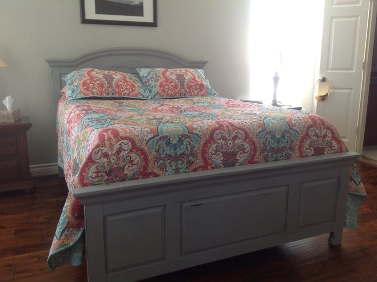 Broyhill Fontana Changed And Distressed In Paris Grey