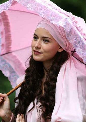 """Fahriye Evcen in """"Çalıkuşu"""" TV Series 2013/2014"""