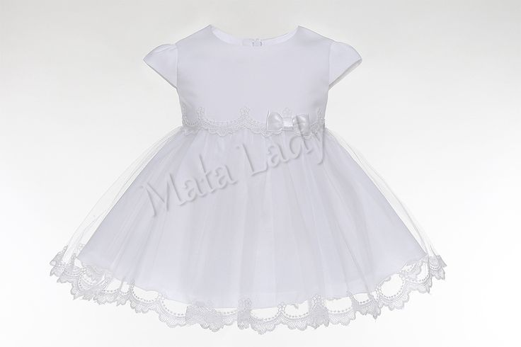 Sukienka Stella wykonana z satyny oraz tiulu wykończonego piękną koronką. Odszyta płótnem bawełnianym oraz podszewką. Sukienka posiada rękawki typu motylek oraz kryty zamek z tyłu kreacji. Sukienka Stella dostępna jest również w kolorze ecru.