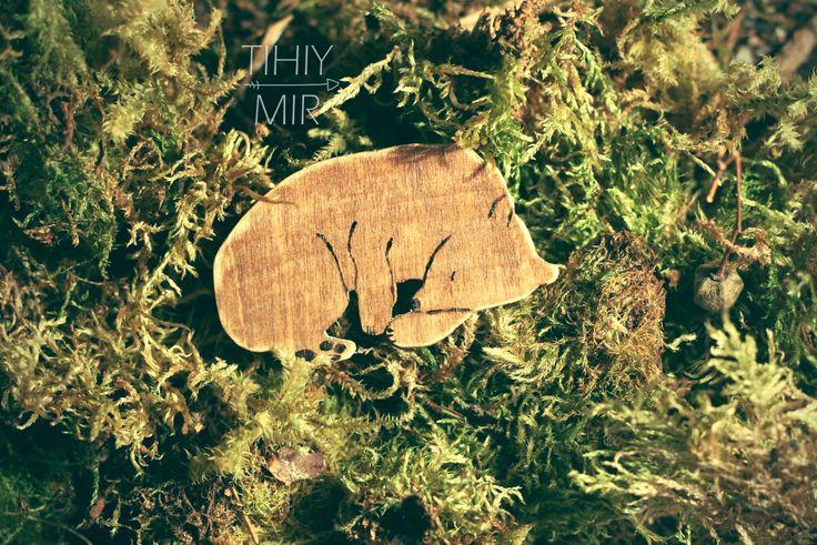 bear wood broche