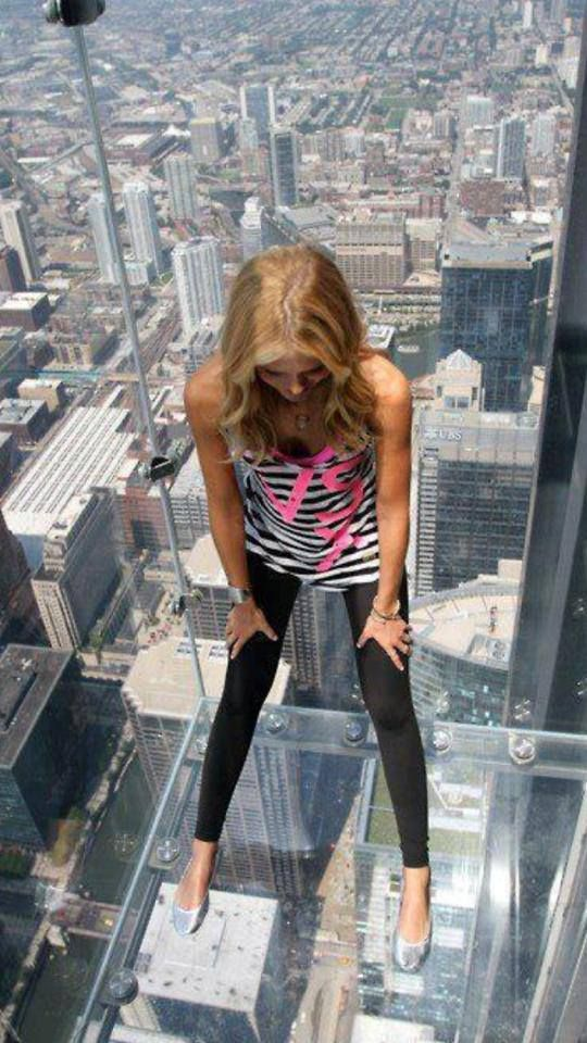 ღღ 103rd floor observation deck / Sears Tower, Chicago ~~~ NOOOOO... Cannot do that one..just looking at the pin makes my head spin..
