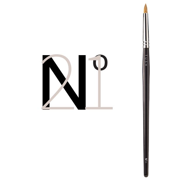 Nr 21 Pointed Eye Contoour Brush. This pointed eye contour brush is made of natural bristles and is especially designed to blend eye shadow along the contour of the eye and at the base of the lashes. Can be used with all powder textures, cream make up and kohl pencils for a dramatic look. Available at www.tushbrushes.com