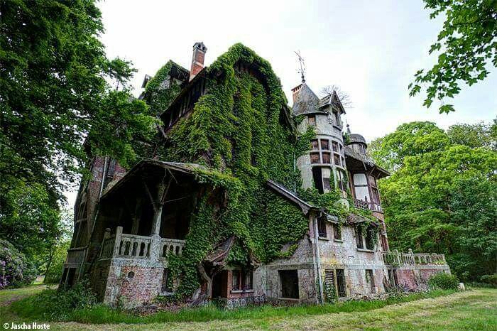 Abandoned villa in Belgium. Lost in time, © Jascha Hoste.