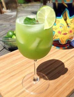 Agua fresca de pepino y limón verde