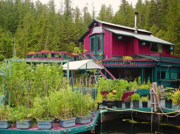2015 - Stel spendeert 20 jaar aan het bouwen van een drijvend eiland huis - Nieuws - Lifestyle