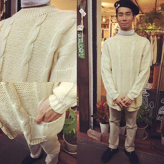【choosy.choosy】さんのInstagramをピンしています。 《ビッグシルエットのフィッシャーマンセーター♡ 男性の方が白セーターを着ると新鮮でとてもいいですね! 6800yen  #choosy #ものがたりを着る #静岡 #古着 #レディース古着 #古着屋 #セレクトショップ #作家 #アクセサリー #絵本 #森 #vintage #antique #usedclothing #used #jpn #Shizuoka #コーディネート #スタイリング #お洒落さんと繋がりたい #通販 #フィッシャーマンセーター #ニット》