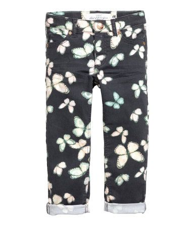 À ne pas manquer ! Pantalon 5 poches en twill extensible. Modèle à jambes fines. Élastique réglable à la taille et braguette avec fermeture à glissière et bouton-pression. – Rendez-vous sur hm.com pour en savoir plus.