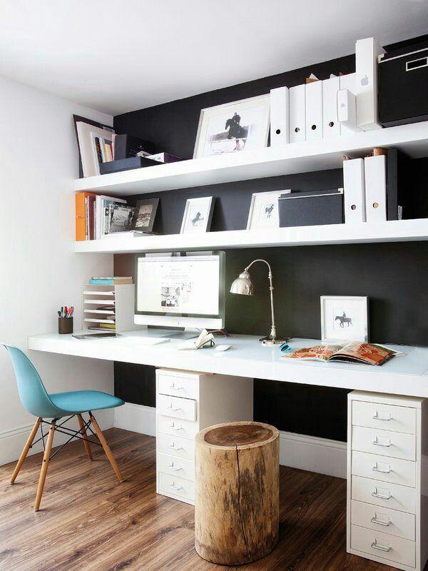 Kontor eller skrivbord i barnrum.