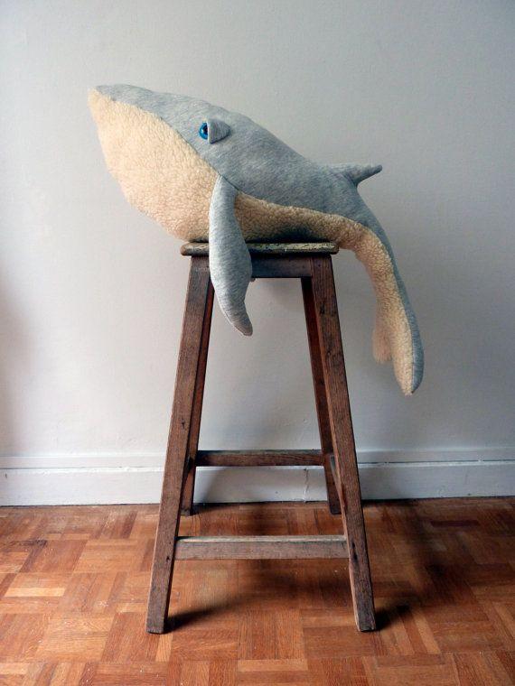 Gross peluche fabrique à la main - une Baleine - Coton jersey et fausse fourrure **Made by order**