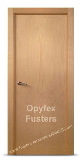 Puerta de madera para interior maciza modelo Sant Cugat.   Precio: 245€  Incluye puerta, marcos, herrajes color inox, instalación ajuste y retirada de la puerta antigua.