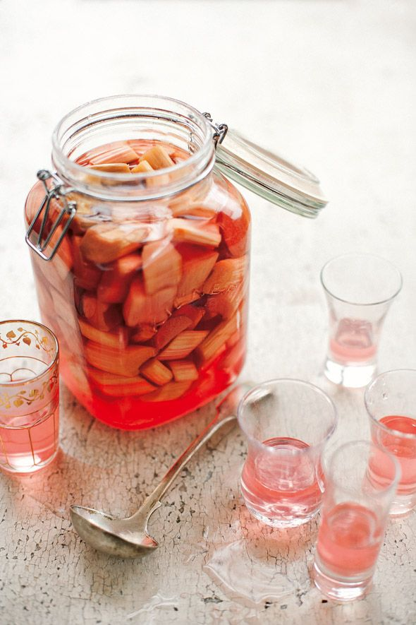 #DRINK Formula #RhubarbVodka Rhubarb Vodka Recipe. Rhubarb Vodka. Yep. It's a thing. And you're going to want to make this #TIPSY TONIC again and again and again. http://leitesculinaria.com/95047/recipes-rhubarb-vodka.html