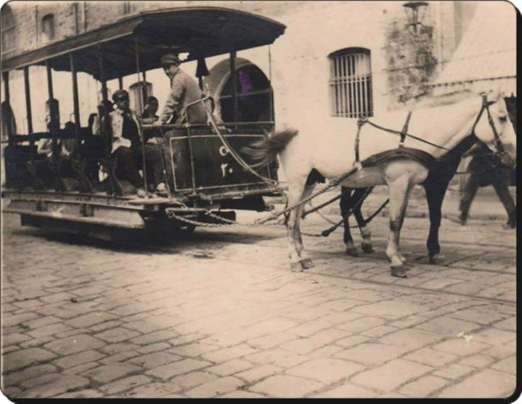 Atlı tramvay İstanbul'da ilk kez 1871'de Azapkapı-Ortaköy hattında hizmte grmiş,dha sonra 10 değişik hat takip etmştr