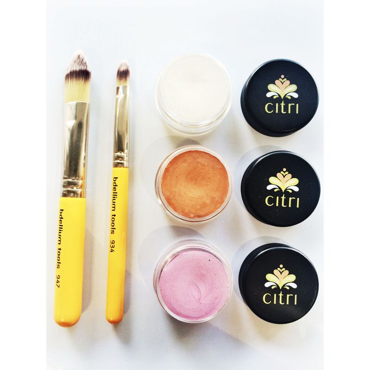 CITRI ILLUMINATER. Available in peach, pearl white and roses pink. Used to give a beautiful highlight to the face.