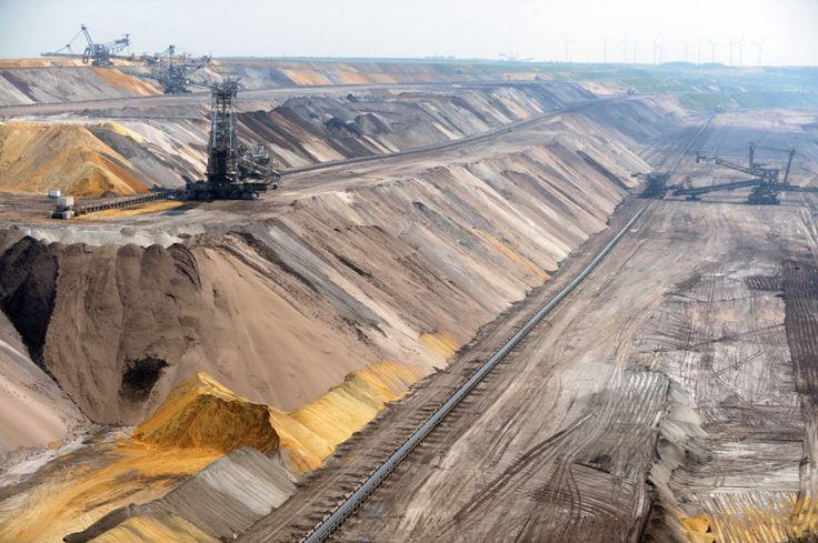 Braunkohle-Bergbau: Der Stromkonzern RWE prüft die Schließung des Bergwerks Garzweiler bis 2018. Für viele Dörfer wäre es die Rettung.