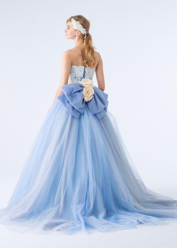 綺麗色のブルーチュールを何層にも重ねたカラードレスです。トップスの白レースとバックリボンが優しい甘さをプラスし…