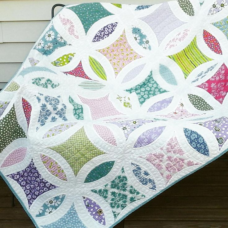 "853 Likes, 32 Comments - Jenny Pedigo (@sewkindofwonderfuljenny) on Instagram: ""I wanted to share Jan's beautiful quilt.  She used our Metro Lattice quilt pattern but changed it…"""