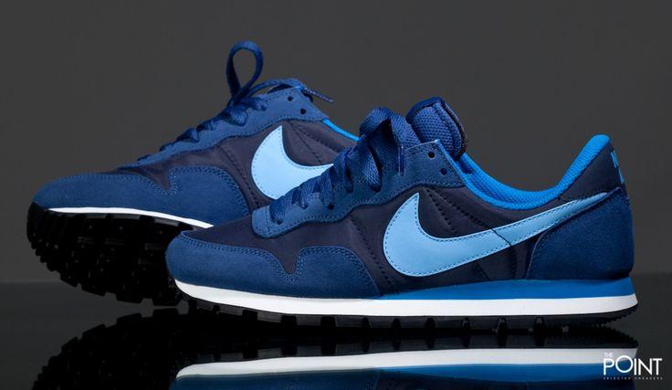 Zapatillas Nike Air Pegasus 83 Azul Marino Blanco, el modelo de #zapatillasretrorunning #NikeAirPegasus83 llega de nuevo a la #tiendaonlinedezapatillas #ThePoint en un nuevo colorway para esta #colecciónOtoñoInvierno2015, esta vez utilizando una amplia gama de tonos azules con la media suela en color blanco, clica aquí y hazte con tu par http://www.thepoint.es/es/zapatillas-nike/1196-zapatillas-hombre-nike-air-pegasus-83-azul-marino-blanco.html