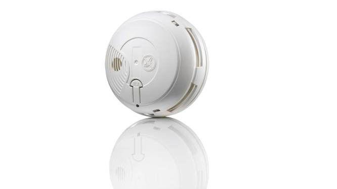 N'attendez pas mars 2015 et la loi Morange, qui rend obligatoire l'installation d'un détecteur de fumée, pour vous équiper car cet appareil peut sa...