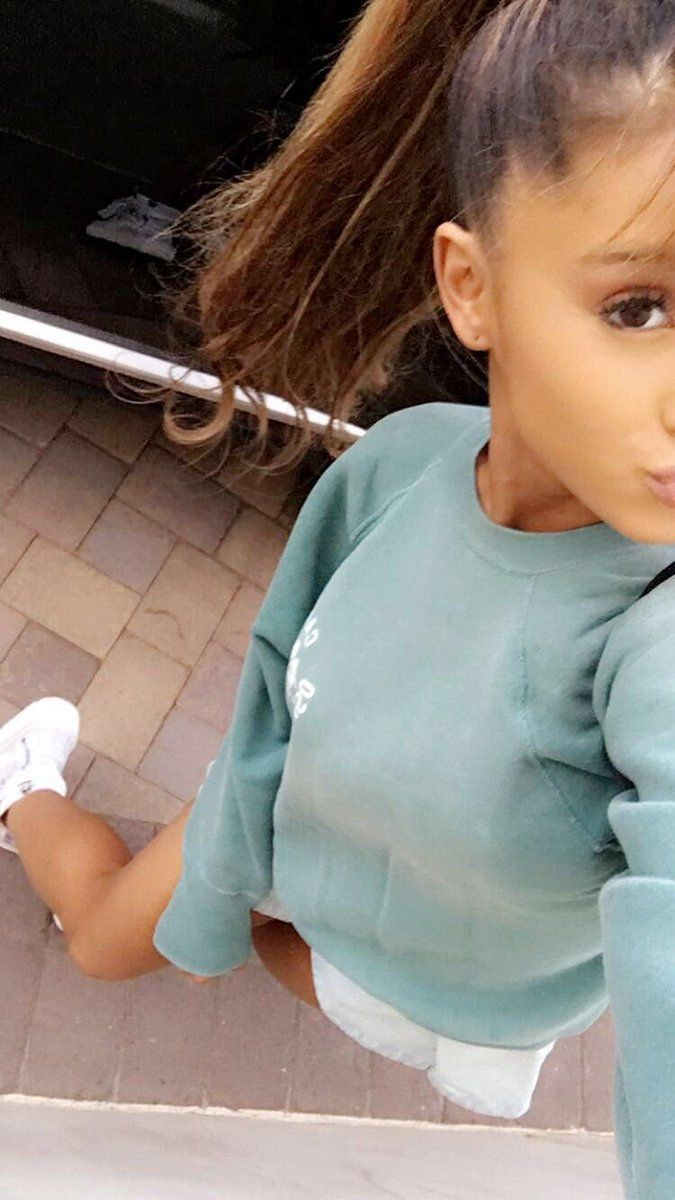 Ariana Grande // snapchat