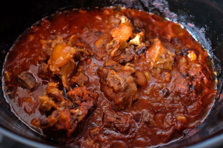 La coda alla vaccinara è un piatto tipico della tradizione romana,vediamocome può essere riadattata questa ricetta per la preparazione con la Slow Cooker