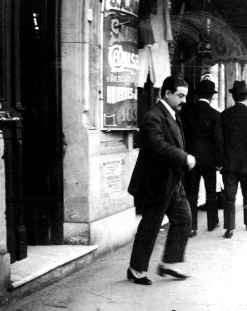 Hipólito Yrigoyen saliendo de su casa en la calle Brasil 1039, Buenos Aires c.1910.