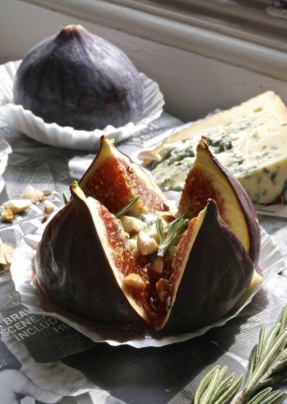 Ska du ha gäster ikväll och fortfarande inte har klutat ut någon god förrätt? Här kommer en fantastisk god och inte alls tidskrävande kreation som även funkar till ostbrickan eller som aptitretare. ...