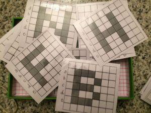 """Dovendo presentare i pixel e i codici necessari ai computer per realizzare le immagini a video in una classe seconda e in una terza, ho dovuto un po' adattare il lavoro preparato per la precedente classe che era già """"pratica"""" di codici, di macchine e di programmazione , perchè prima di arrivare ai pixel avevamo …"""