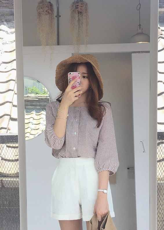 Vintage chic kind of weekend with Daily About classic checkered blouse!