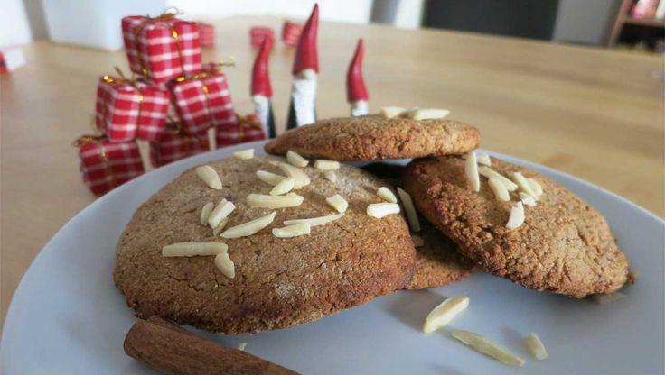 Ein würziger Paleo Lebkuchen zu Weihnachten? ➤ Kein Problem! ➤ Mit Mandeln und leckeren Gewürzen im Handumdrehen eine Leckerei zur Adventszeit zaubern.