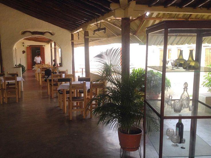 Después de la radio visitamos por casualidad @lacuevarestaurante hermoso lugar en el casco central de Puerto Píritu en primera instancia para hacer unas fotos porque es muy hermoso el lugar. Pero luego probamos su comida y es excelente atención muy cálida y todo súper limpio recomendado! Será nuestro networking sabatino... #MiradasMagazine #MiradasRadio #Muradas #Anzoategui #Mochima #Lecheria #PuertoPiritu