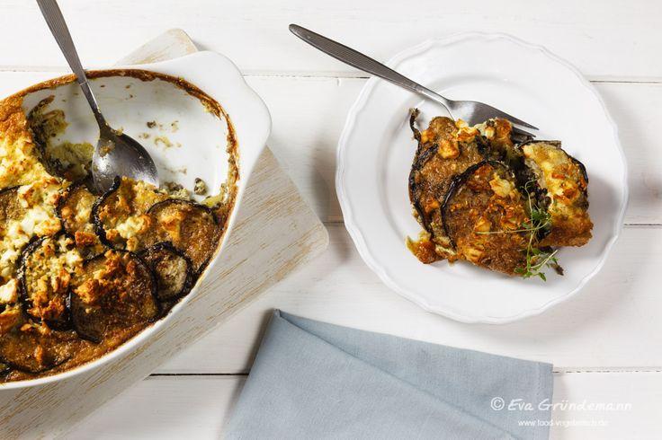Manchmal liegt das Naheliegende einfach so nah. Bestes Beispiel dafür ist das vegetarische Moussaka, das ich heute vorstelle.
