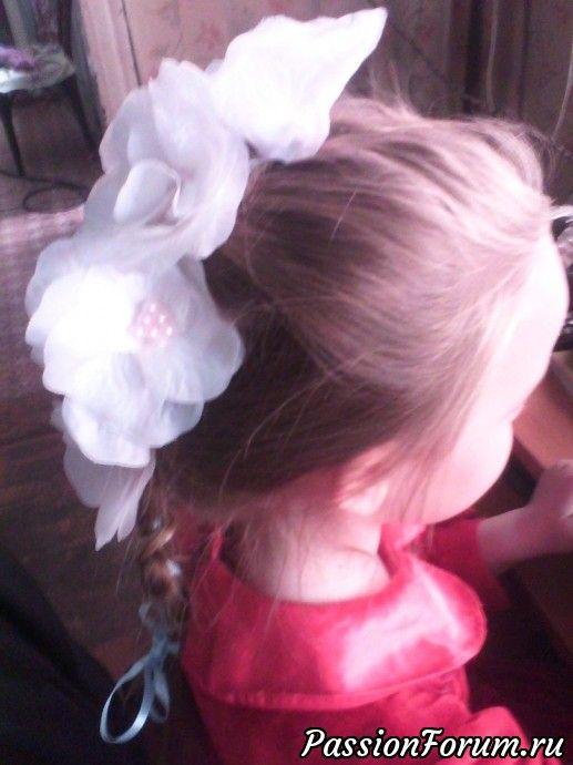 Цветы из ткани -лепестки роз .Модель моя дочь Даша.