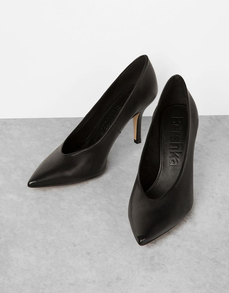 Sapato tacão PELE ponta fina abertura em V - Calçado de salto alto - Bershka Portugal