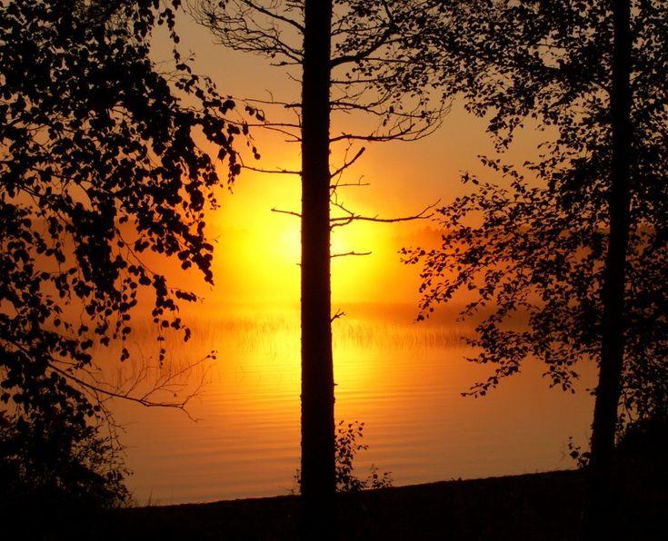 Keskiyön aurinko Pellossa Länsi-Lapissa