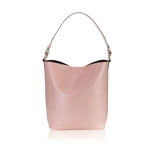 NOVINKA! LIMITOVANÁ EDICE Kabelka Luisa (499 Kč / pro registrované 384 Kč)  Módní prostorná hobo kabelka s moderním nádechem je perfektní pro každodenní použití. Její elegantní design z umělé kůže v pastelově růžovém odstínu zdobí pozlacené kovové detaily. Obsahuje kontrastní šedou podšívku a sáček na drobnosti.  Zaujala Vás tato nabídka? Produkt si můžete objednat z mého online katalogu na str. 77: http://cz.oriflame.com/ecatalogue/paulinschildie?per=201609
