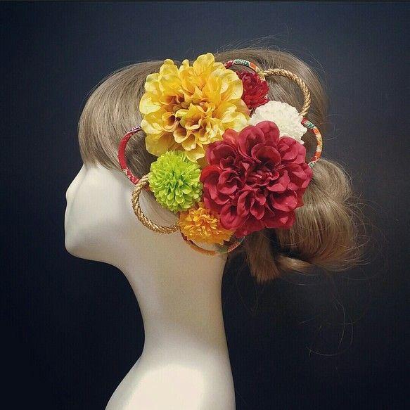 1セット限定!人気色こちらのセットは、お花とちりめん紐、変更不可ウエディング和装婚&二次会&パーティー&成人式&七五三&卒業式&着物&浴衣によく合う髪飾りを作りました。質の高い(国内大手の高級造花メーカー)のアーティフィシャルフラワーを使用してますので、とても綺麗で上品な髪飾り。造花なので長持ちします!なので…飾れるBOXタイプです。是非飾ってくださいね♡こちらのBOXセットは全てUピン仕上げバラバラにしてご自由にお使いできます。レッドダリア約9センチイエローダリア約9センチイエロー、ホワイト、グリーン、レッドマム約5センチちりめん紐ゴールド紐飾りワイヤー入り2つ豪華8点セットになります。お気軽にコメント下さい♡BONNIE FLOWERハンドメイド(ひとつひとつ丁寧に作ってます)✱ご購入意思のあるか明記した方は画像UPします。・質問逃げ・返品、返金、交換、キャンセル・お取り置き・発送未着、破損事故等、クレーム以上の項目はご遠慮願います。