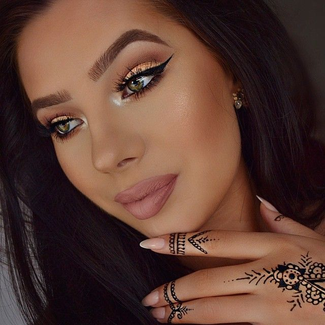 Lips • Mac Kinda Sexy with @anastasiabeverlyhills Liquid lipstick Pure…