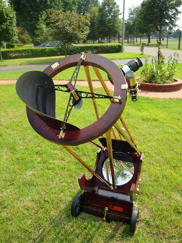 Steampunk Newtonian telescope. Nice and precise crafting...