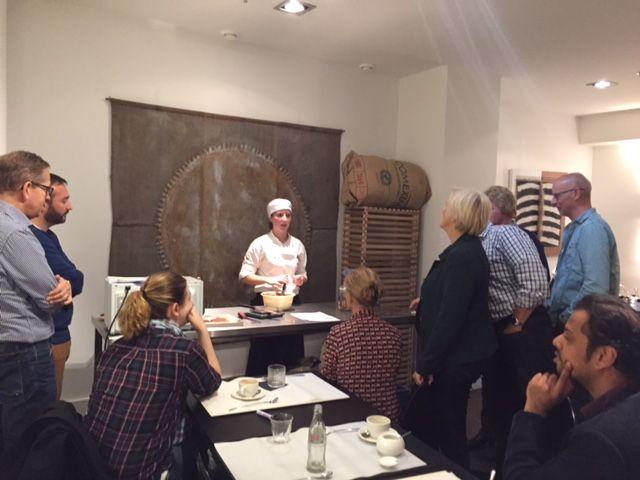 In samenwerking met Effectgroep verzorgen wij voor het team van www.astellas.nl een combi workshop. Te beginnen met een proeverij van slow coffee en patisserie gevolgd door een #workshop chocolade rochers maken. www.hopenstork.com