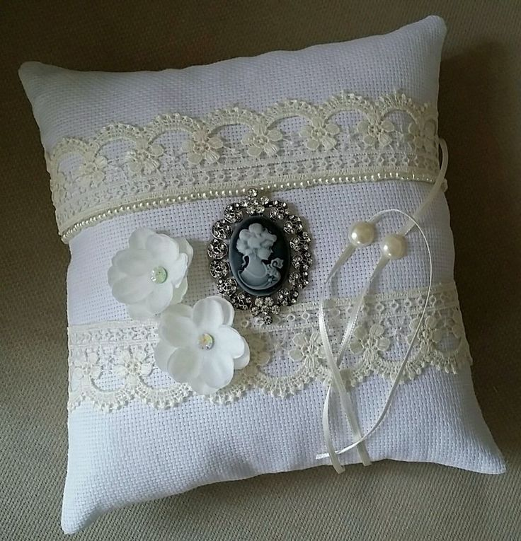 What better way to spread the love in the wedding celebration than with a thoughtful, handmade gift ? Our fun and beautiful 100% homemade ring pillow is the perfect and unique trinket to help you and your guests remember your special day.