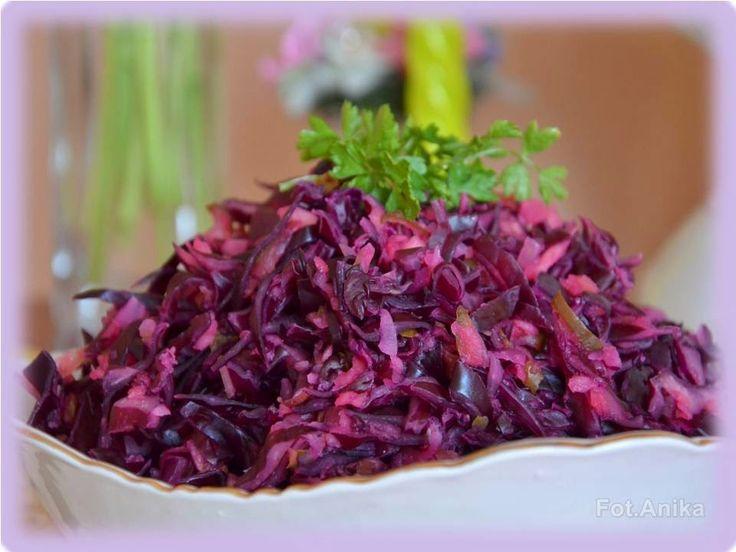Domowa kuchnia Aniki: Surówka z czerwonej kapusty z kiszonym ogórkiem