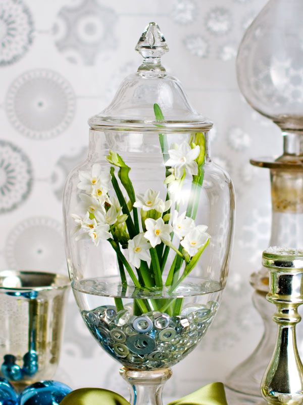 Paper Whites - Some festive glass beads would be nice rather than the wasters, but beautiful!