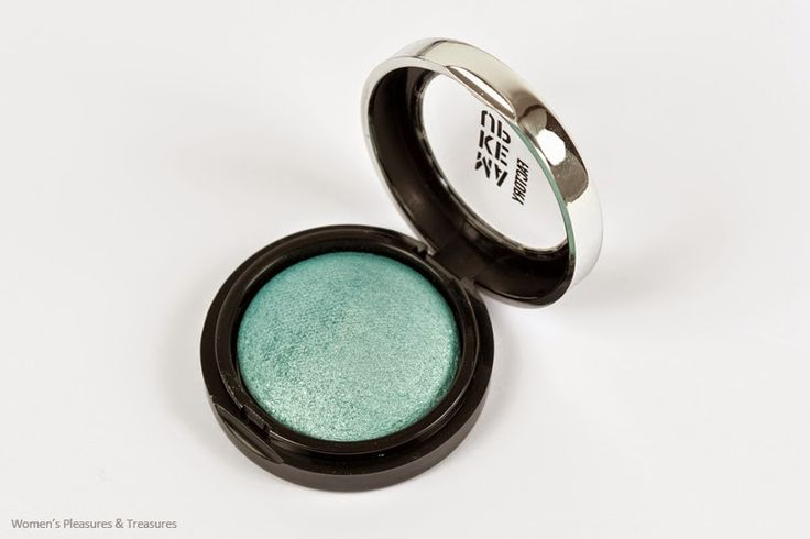 Make Up Factory Light Teal Eyeshadow