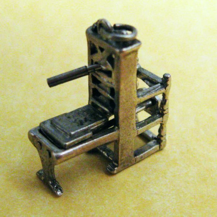 Vintage Sterling Silver Charm MOVABLE MINIATURE GUTENBERG PRINTING PRESS, perfect charm for a book dork like me!Charms Ii, Charm Bracelets, Sterling Silver, Vintage Charms, Charms Bracelets, Charms I M, Vintage Sterling, 925 Sterling, Silver Charms