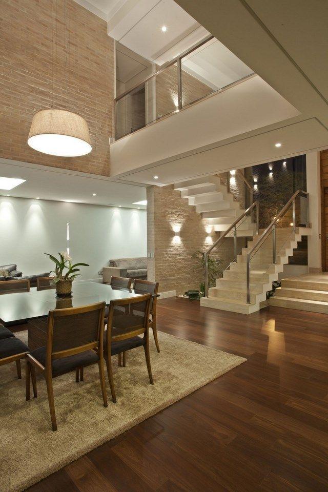 http://www.casasyfachadas.com/category/casas-contemporaneas/page/3/  Iluminação residencial com lâmpadas de LED de diversos tipos. Casa bem contemporânea.